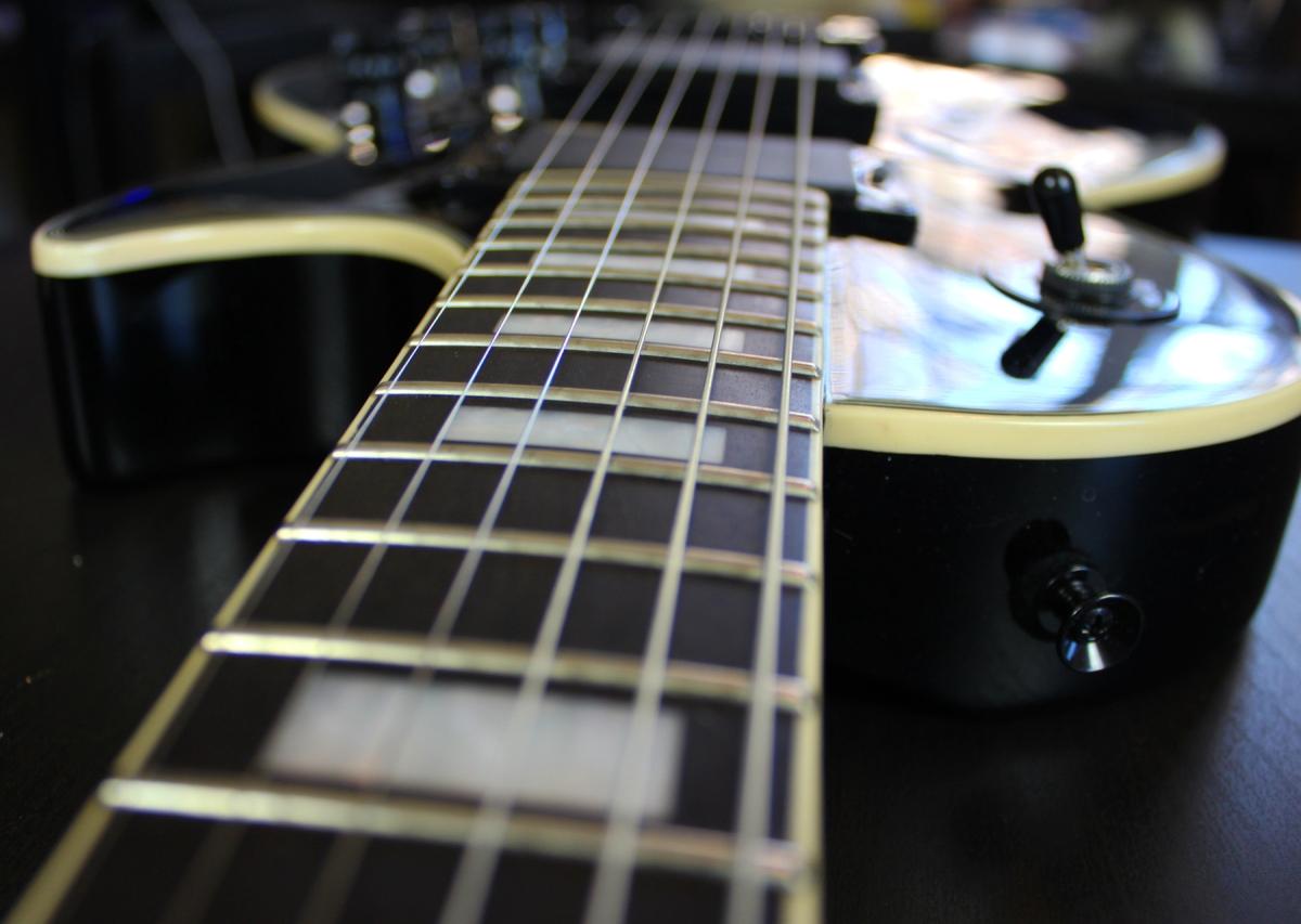 epiphone matt heafy les paul custom guitar review agufish music. Black Bedroom Furniture Sets. Home Design Ideas